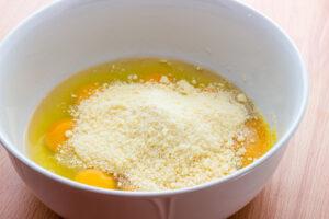 Impasto uova e parmigiano