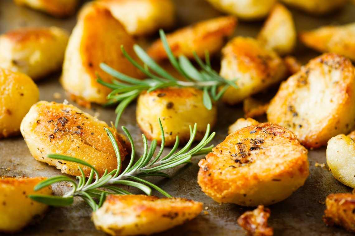 Patate al forno perfette: il trucco furbo per renderle croccanti!