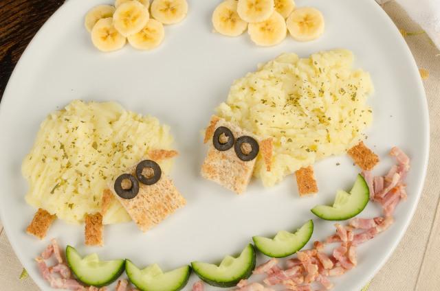 Pecorelle di patate e crostini di pane per bambini da 3 anni in su