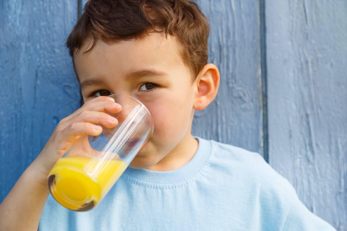 Bere un succo di frutta è come mangiare frutta? Scopri di più!