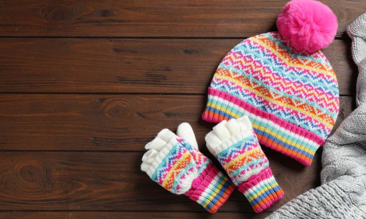 Bimbi e inverno: trucchi per far tenere cappello, sciarpa e guantini