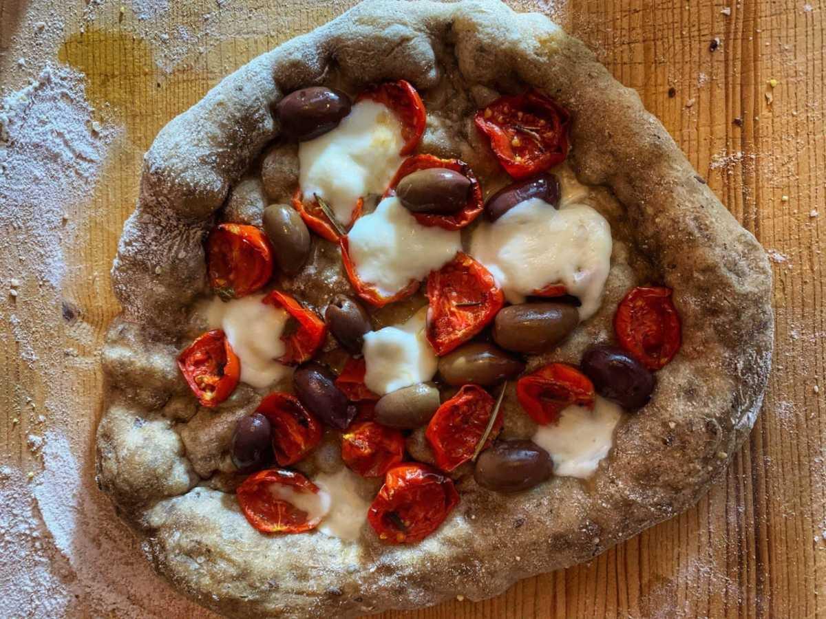 Pizza ai 7 cereali con pomodorini confit per tutta la famiglia!