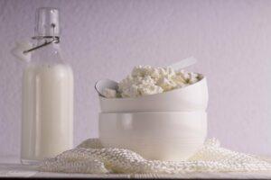 Ricotta fatta in casa preparazione 10 minuti, solo 3 ingredienti!