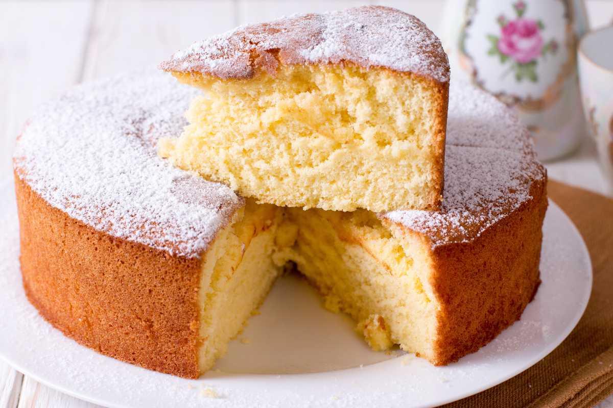 Una torta morbida si fa solo con i trucchi della nonna!