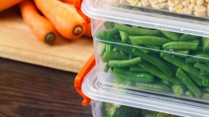 alimenti in contenitori