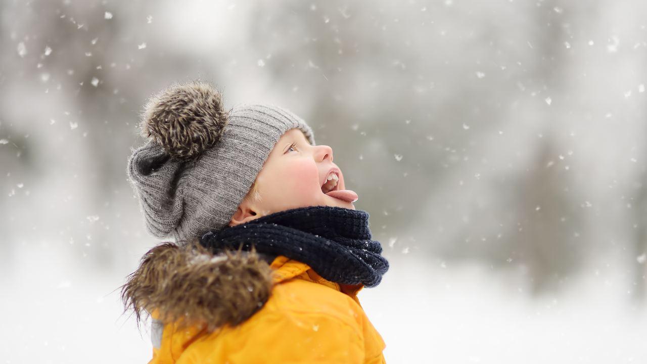 bambini pericoloso far mangiare neve