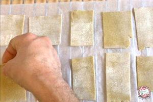 Posizionere pezzi di impasto su griglia