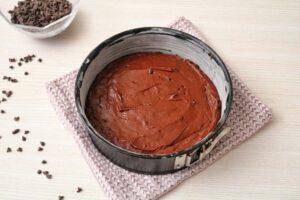 Preparazione torta al cioccolato