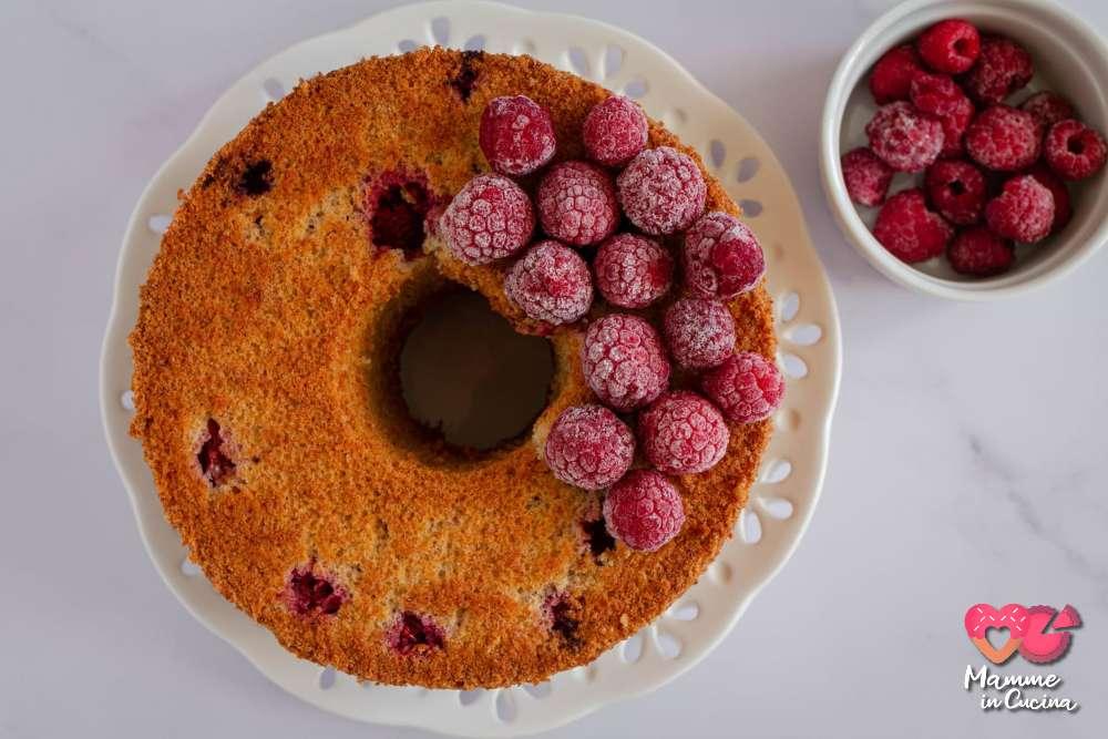 Chiffon cake con spumante e lamponi