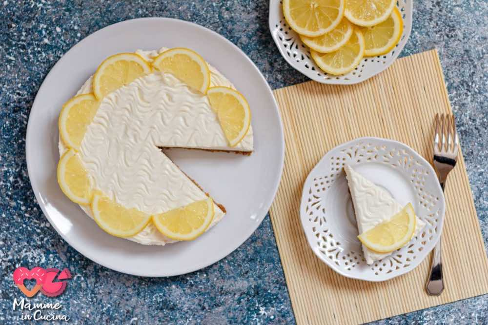 Cheesecake tinta di giallo, al limone, senza cottura