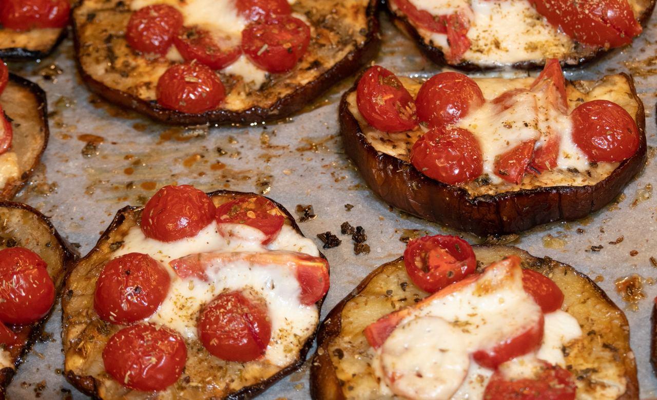 Pizzette di melanzane filanti
