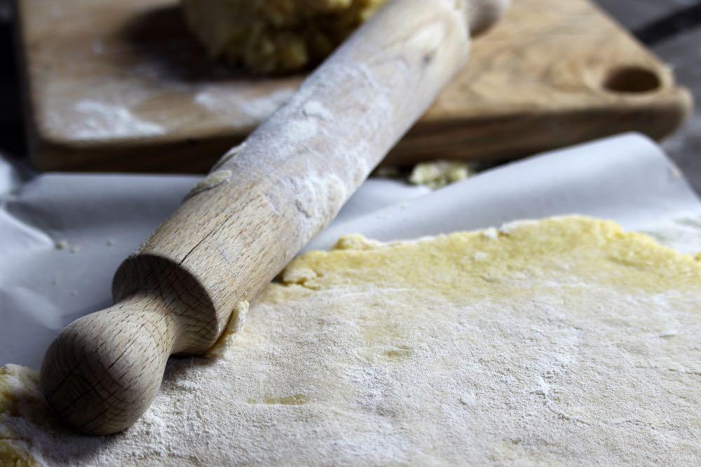 Scopri come stendere la pasta frolla, senza romperla!