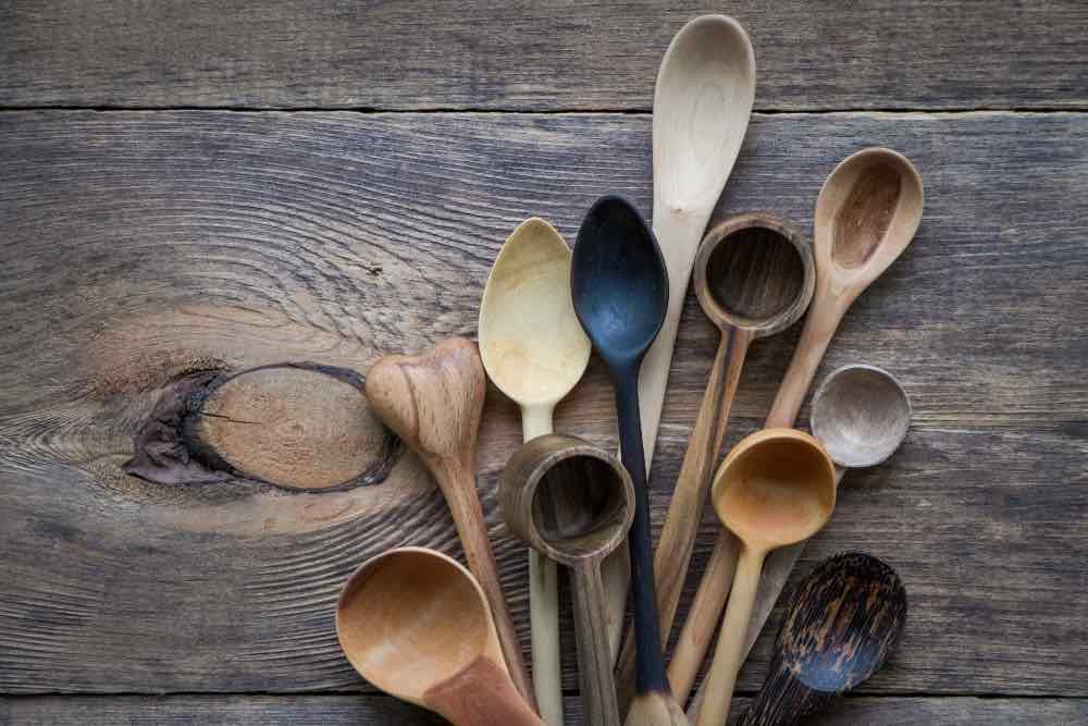 Ecco come pulire mestoli e taglieri in legno con metodi naturali
