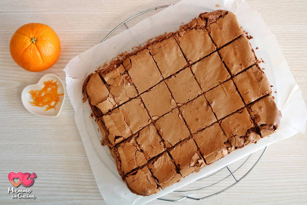 Brownies al cioccolato e arancia, morbidi e profumati
