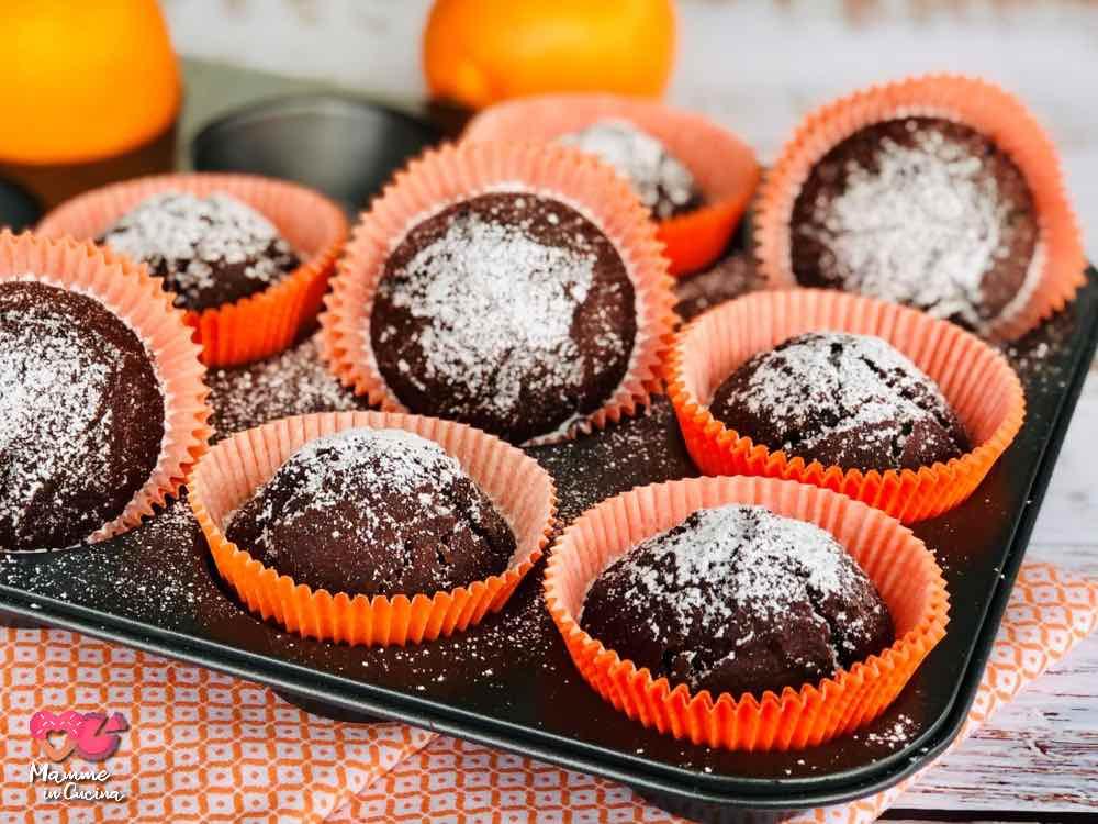 Muffin cioccolato e arancia, senza lattosio, morbidi e profumati