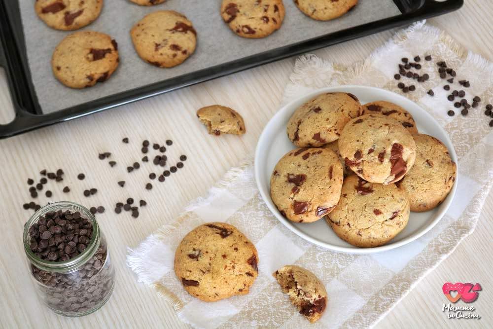 Chocolate chip cookies americani, morbidi, facili e pieni di cioccolato