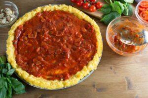 preparazione pizza alla polenta