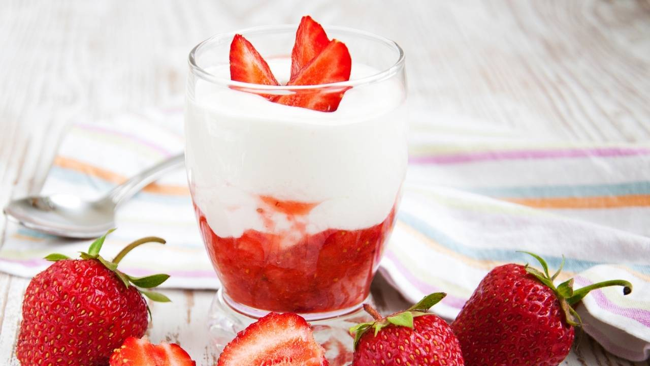 crema yogurt fragole