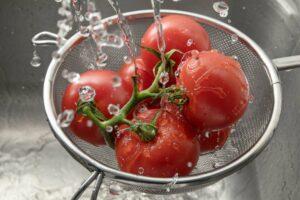 lavare i pomodori