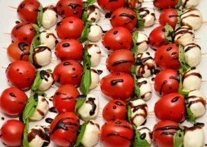 piccoli spiedini mozzarelline pomodorini