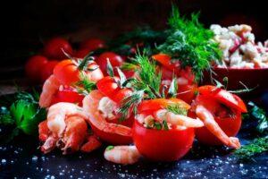 pomodori crudi ripieni formaggio e gamberi