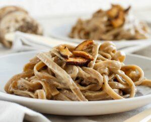 Fettuccine con crema di funghi porcini
