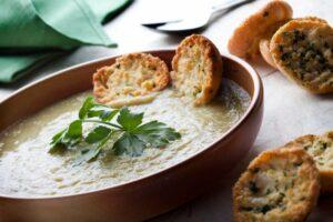 zuppa carciofi curry e prezzemolo
