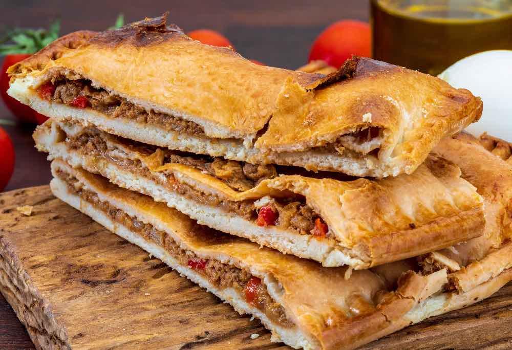 Scaccia ragusana, la pizza ripiena veloce senza lievitazione