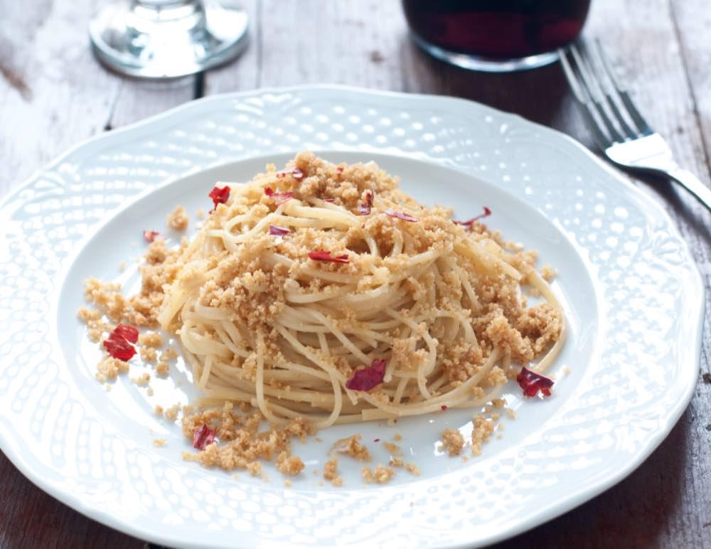 Spaghetti veloci con pangrattato