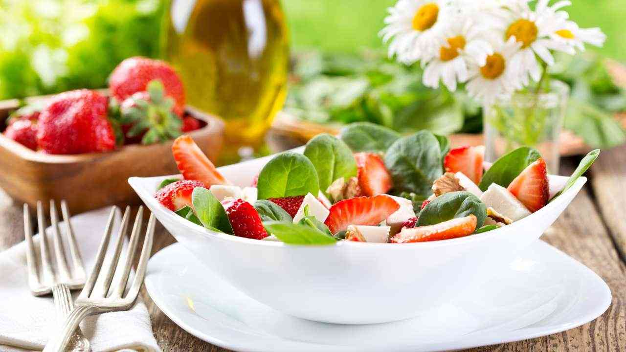 insalata fragole valeriana