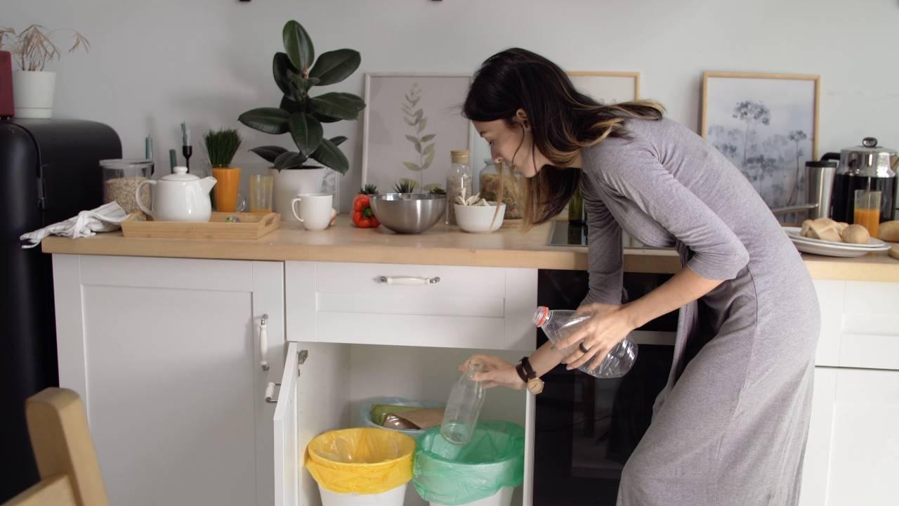 pulire bidone spazzatura