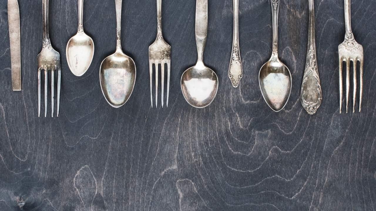 posate argento ingiallite
