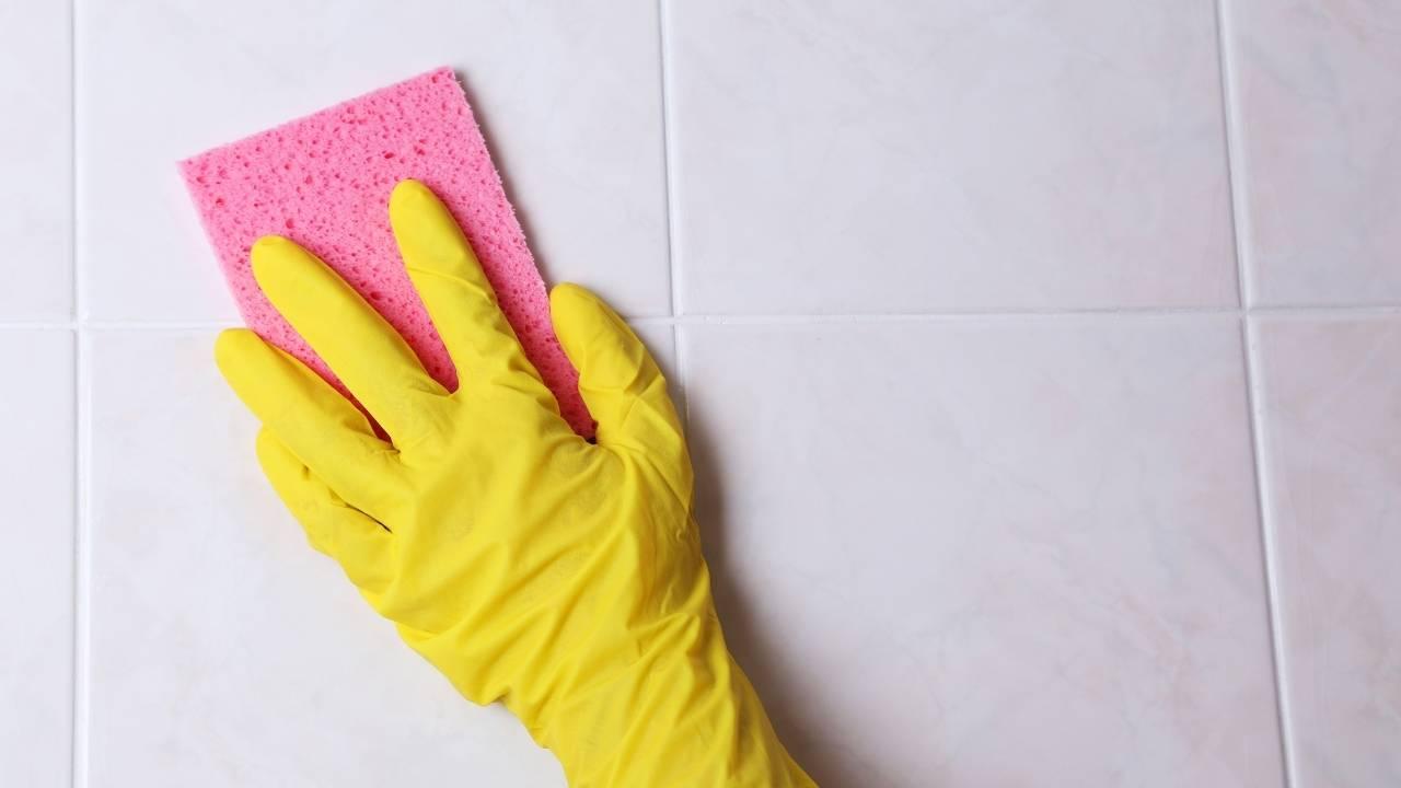 pulire fughe piastrelle