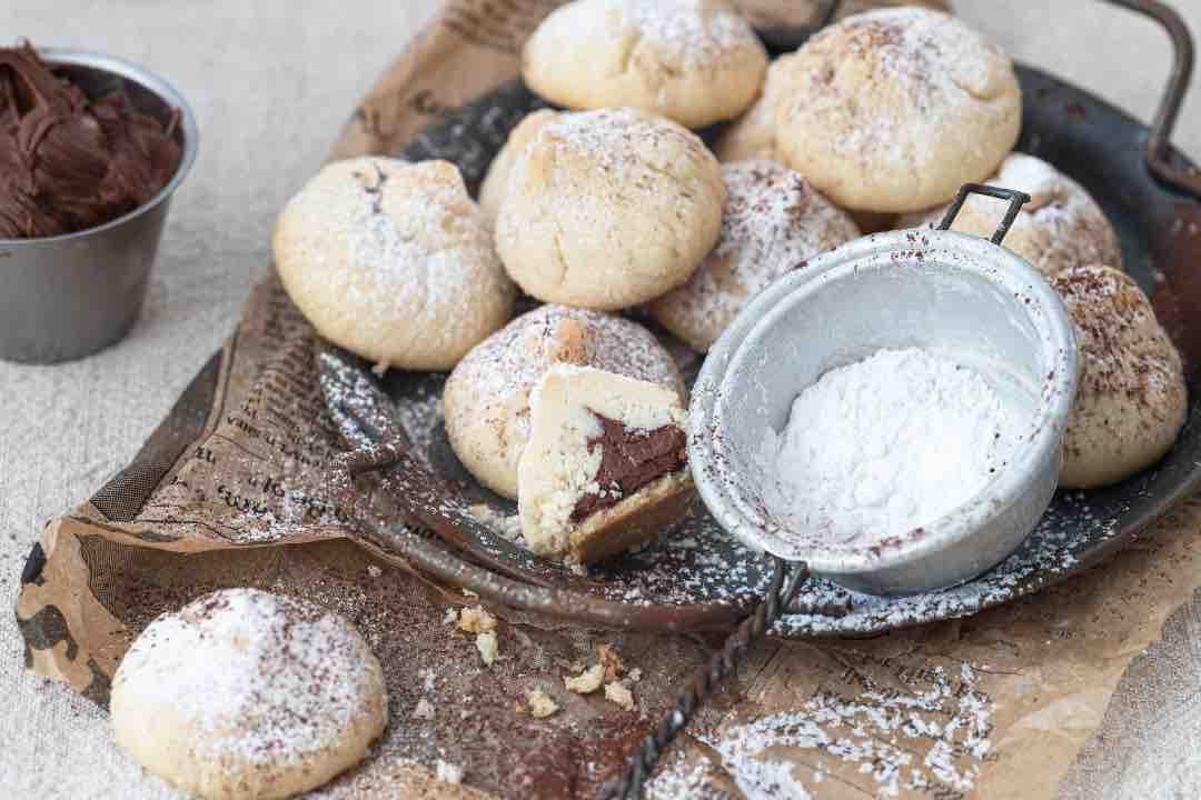 Biscottini facili facili al cocco ripieni di Nutella