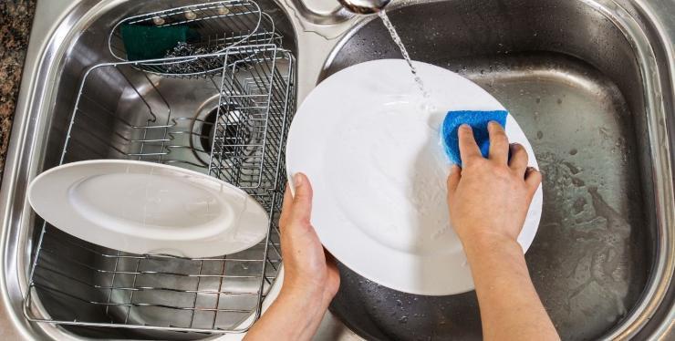 lavare piatti maniera ecologica