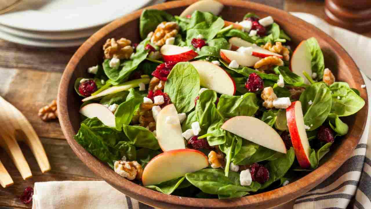 insalata di spinacini mela e noci