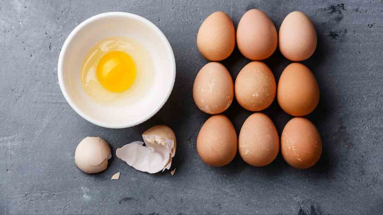 puzza uova stoviglie