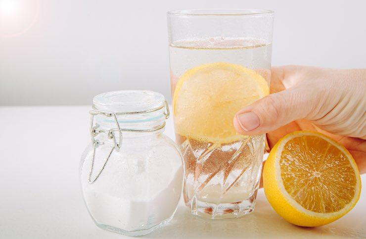Acqua, limone, bicarbonato