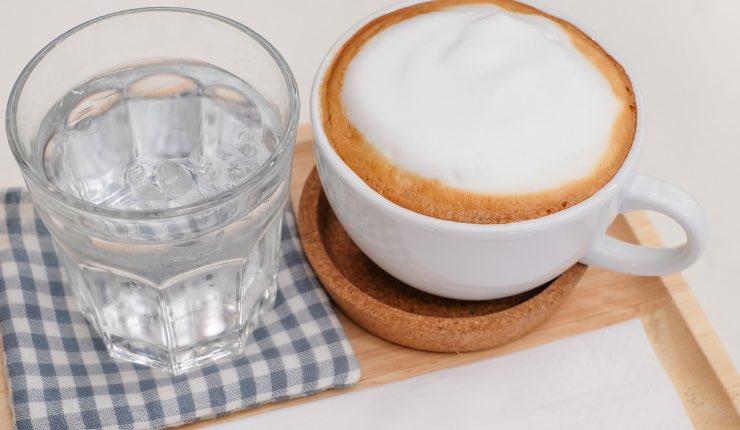 Cappuccino con acqua