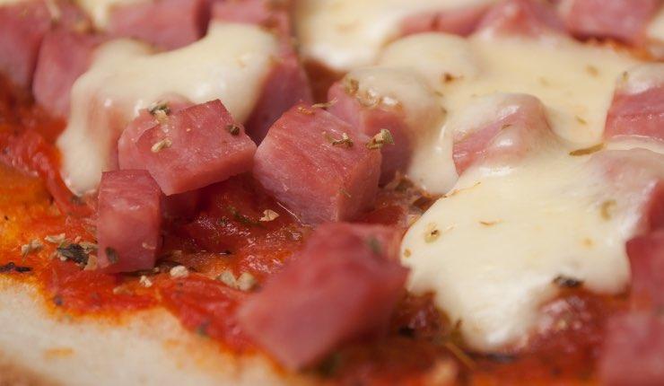 Pizza con CUBETTI DI PANCETTA