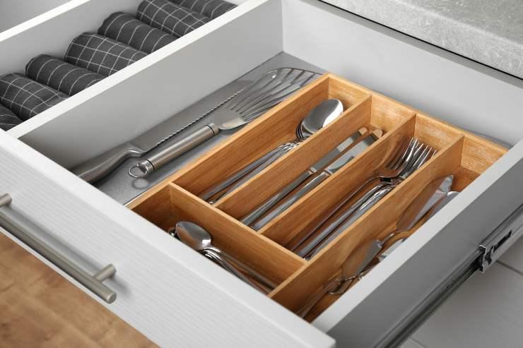 cassetti ordinati cucina
